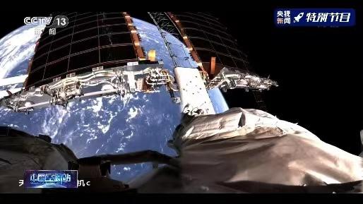 神舟十二号航天员正在进行中国空间站首次出舱活动